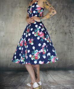 handr london dress rockabilly rockabella swingdress fashion mode damen kleid flower and dutts blau weiss blumen punkte
